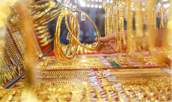 Mơ thấy bán vàng