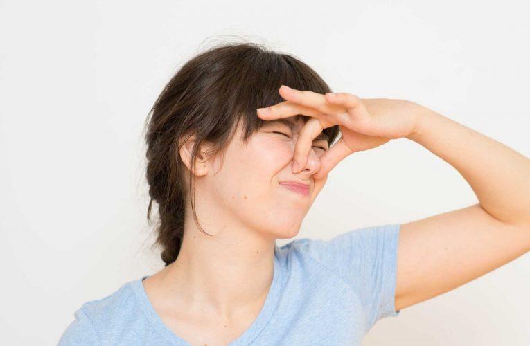 Nằm mơ thấy mùi hôi có ý nghĩa gì? Điềm báo tốt hay xấu?
